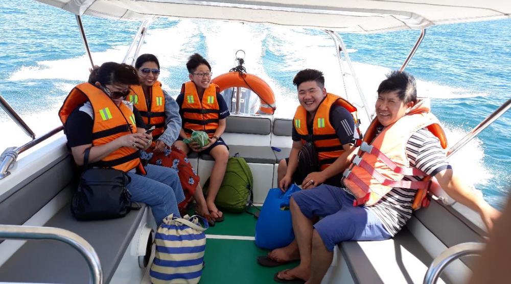 Cano đi tour 3 đảo Nha Trang