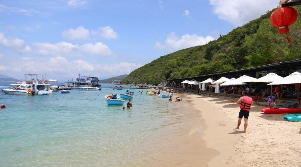 Bãi biển vịnh san hô Nha Trang